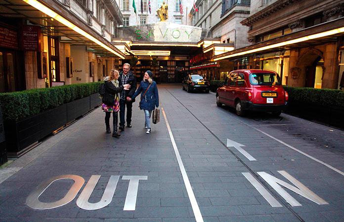 Calle de entrada al Hotel Savoy
