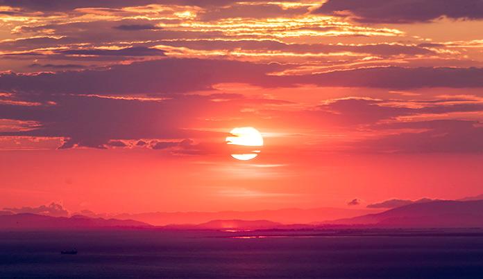 Cielo rojo puesta de sol